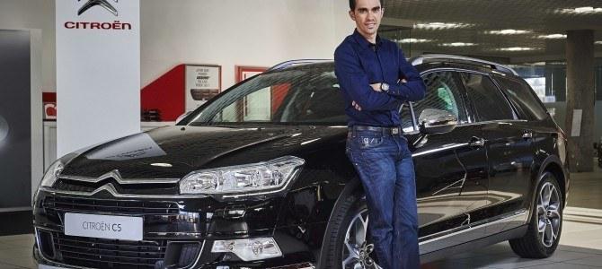 Alberto Contador, al volante de un C5