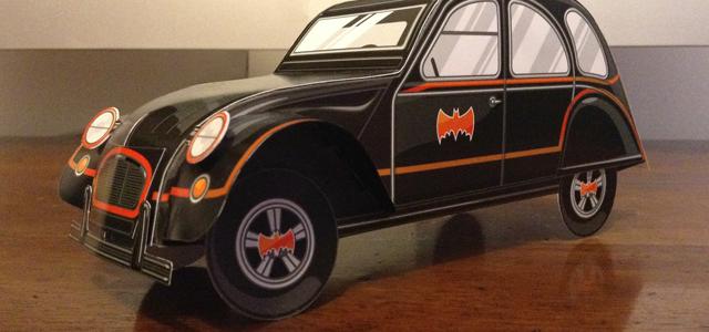 El diseñador Gerald Bear convierte un Citroën 2CV en el mismísimo Batmóvil