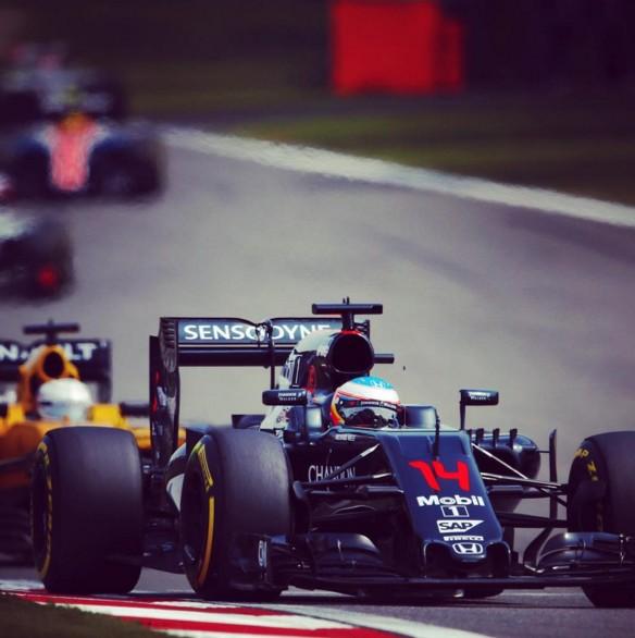 """Alonso y Button a las puertas del """"top10″, Tiago Monteiro líder en Eslovaquia"""