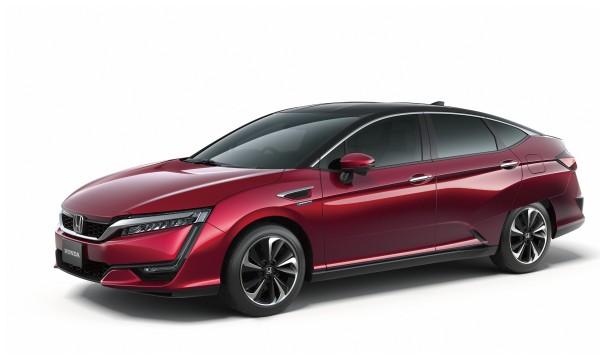 Y con todos ustedes, el Clarity Fuel Cell, el nuevo vehículo de pila combustible de Honda