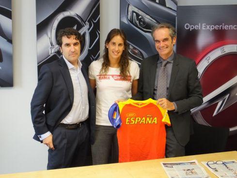 La campeona mundial de natación Erika Villaécija nueva apuesta de Opel