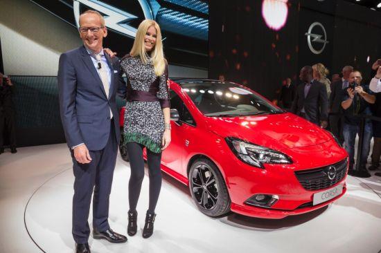 El nuevo Opel Corsa debuta en París con Claudia Schiffer